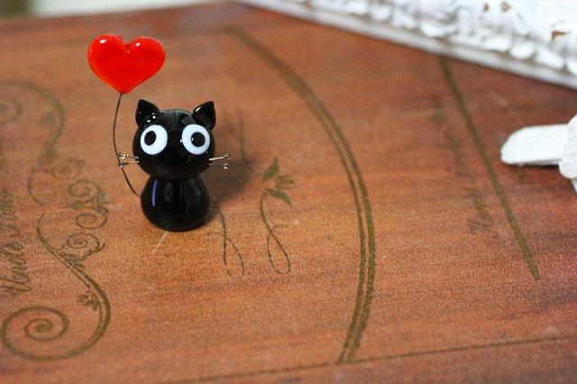 ハート黒猫