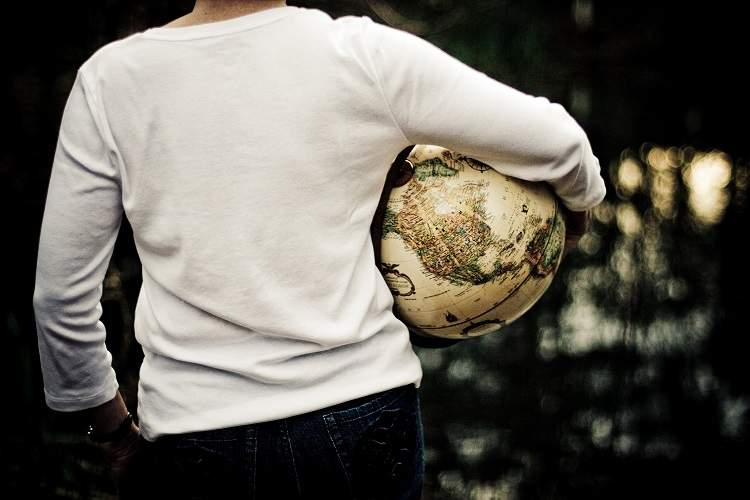 地球を小脇に抱えて