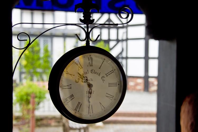 洋風なアンティークな時計