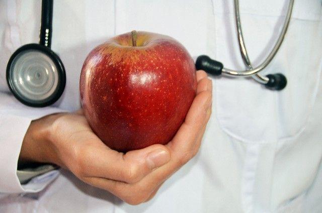 白衣と聴診器と林檎