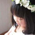 花冠をかぶった女の子