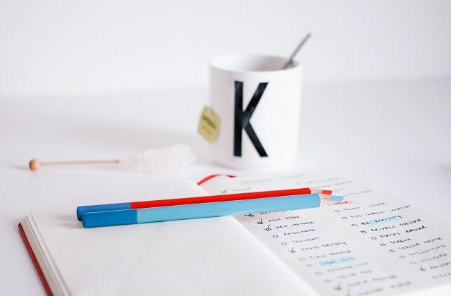 ノートと色鉛筆とマグ