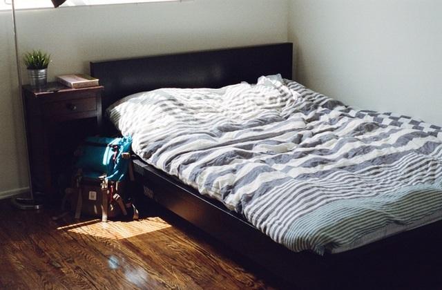 ベッドルームに射し込む光