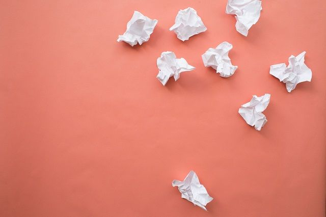 丸められた紙くず
