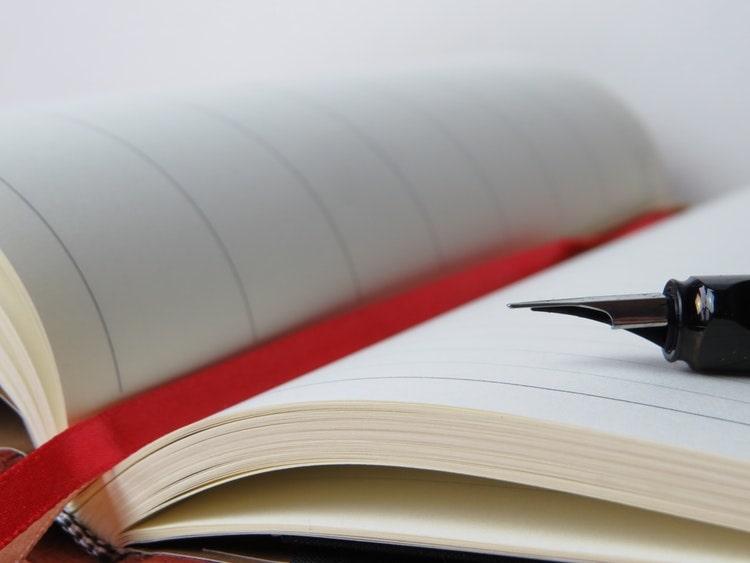 日記帳と万年筆
