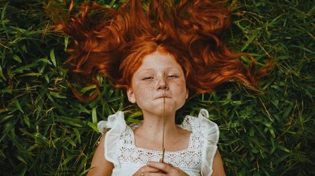赤毛の女の子