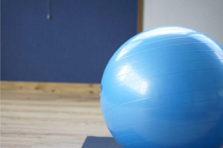 ブルーのバランスボール